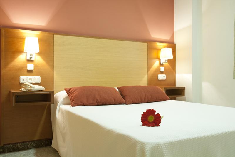 Apartamentos Turísticos Los Girasoles II - Family Room
